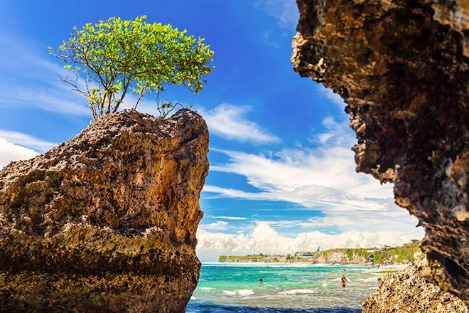 9_BinginBeach_Bali_shutterstock_628214399.jpg?width=820