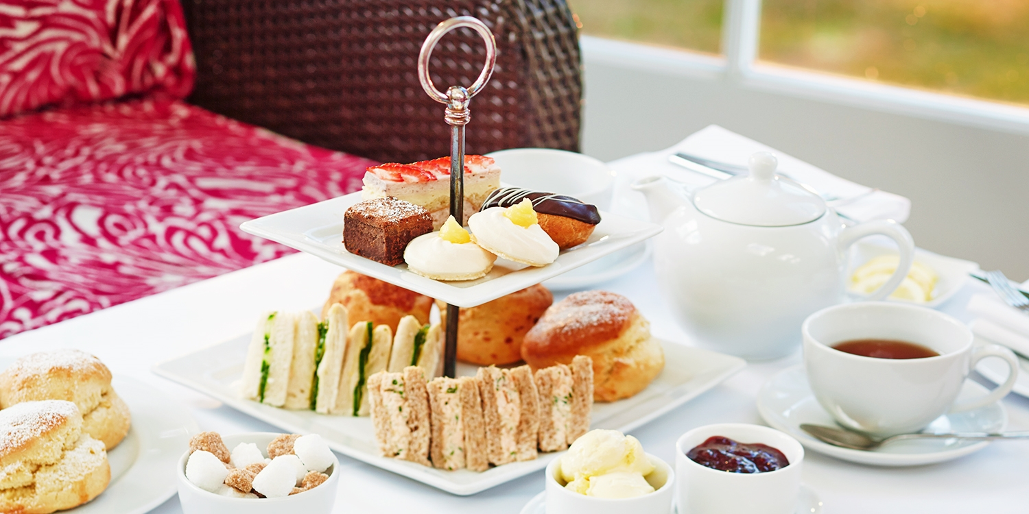 Afternoon tea & bubbly for 2 at mansion nr Cambridge