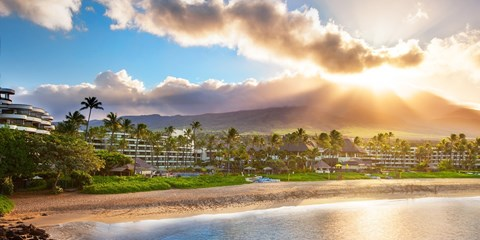 $299 -- Spend Spring in Maui: Beachfront Sheraton at 30% Off
