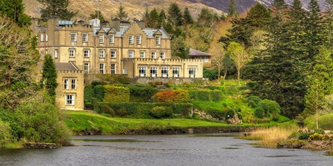 $899 -- Castles & Estates of Ireland: 5-Star Vacation w/Air
