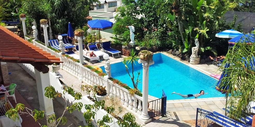 Ischia Schone Hotel Lage Mit Halbpension Flug Travelzoo