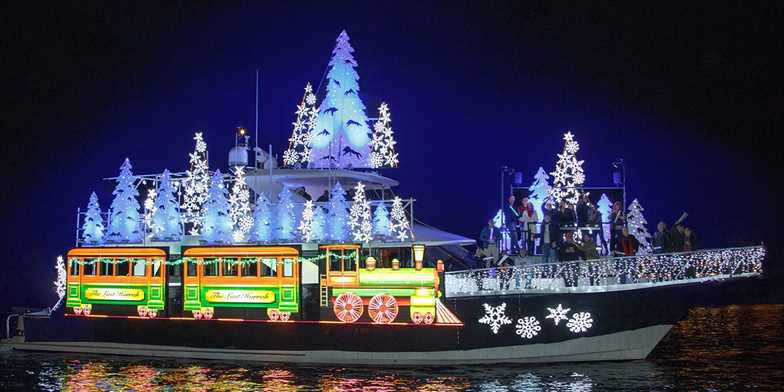 39 Newport Beach Holiday Lights Or Boat Parade Cruise For