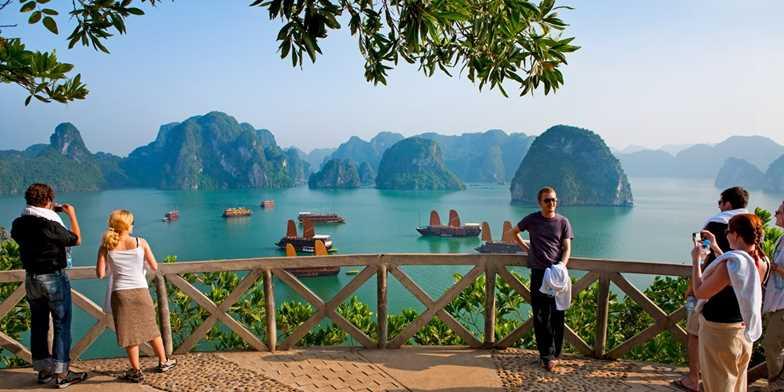 Cambodia & Vietnam: 12-nt tour w/cruise & flts | Travelzoo