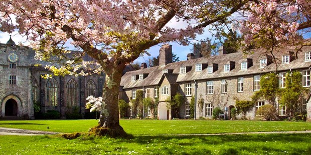 Save up to 44% on an overnight break for two at a Grade I-listed estate in Devon. This deal from Dartington Hall now starts from $74.