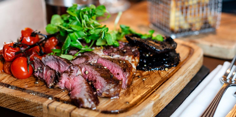 Steak meal & bottle of wine for 2 near Oxford Street