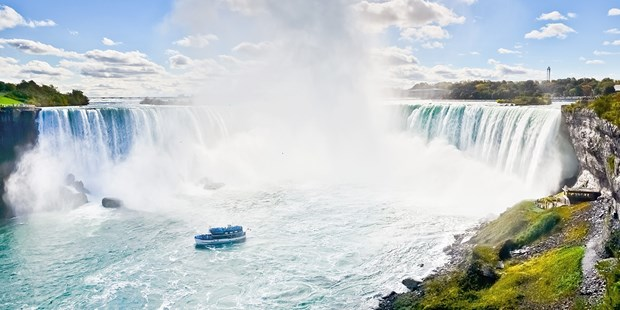 Save over 35% on packages at this Niagara hotel, including dining and casino credits. Our deal includes discounted rates for an upgraded room type with large windows and amazing views (Oyster).