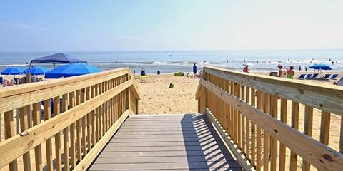 $149 -- Outer Banks in Summer: Oceanfront Resort w/Breakfast