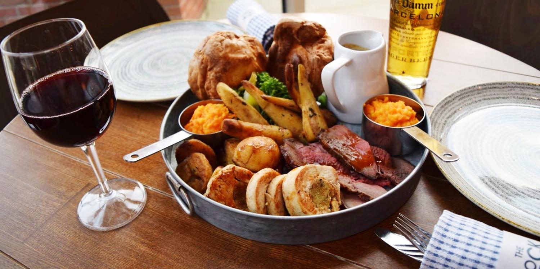 Leeds: Sunday roast platter for 2 w/carafe of wine