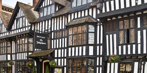 Mercure Stratford-upon-Avon Shakespeare Hotel occupies one of the most attractive Tudor-era buildings in the town. An overnight stay in the birthplace of the Bard now starts from less than $32 per person, saving up to 45% on regular prices.