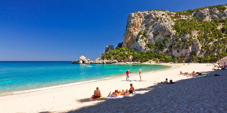 1 Woche Sardinien mit HP, Auto & Flug, -220 €