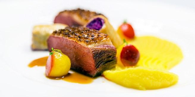 Wohnzimmer Restaurant, 99 € – gourmet-menü für 2 im wohnzimmer-restaurant, -38% | travelzoo, Design ideen
