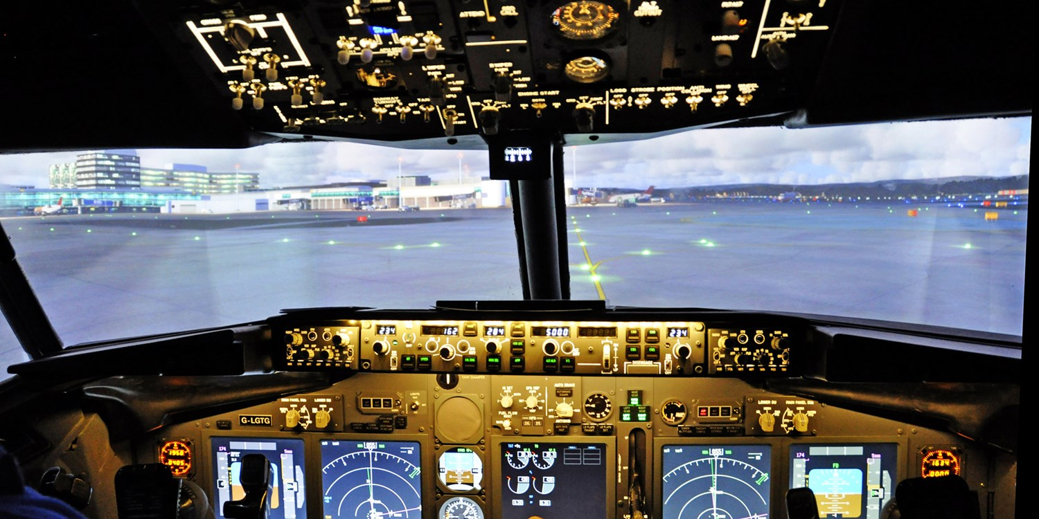 Cheshire flight simulator experience, save 55%