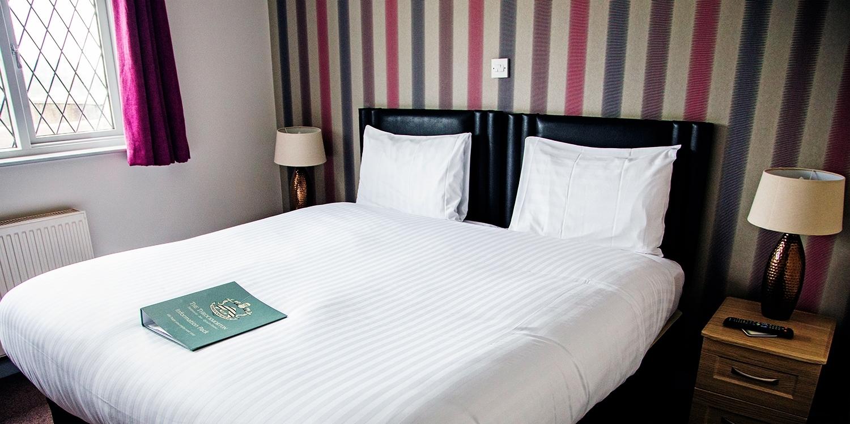2-night Warwickshire inn stay with breakfast, 38% off