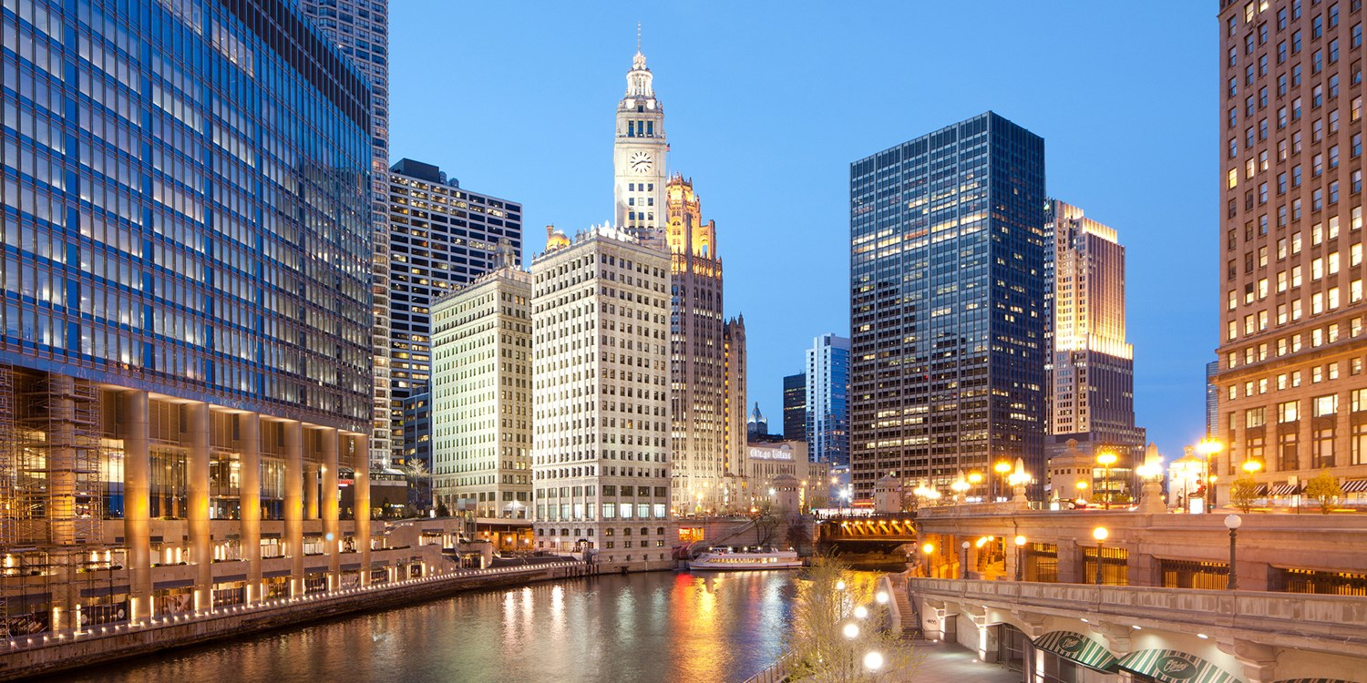 $228 – Chicago: Upgraded Suite at 4-Star Mag Mile Hotel -- Streeterville, Chicago