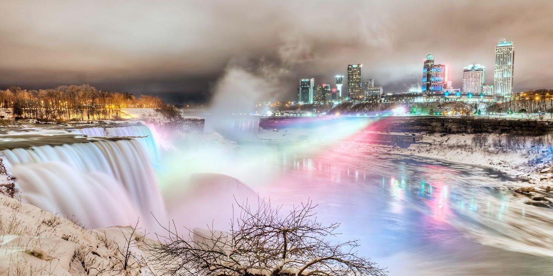 £87 – 4-Star Fallsview Suite: Choice of Packages incl. Breakfast, Reg. £225 -- Niagara Falls, Canada