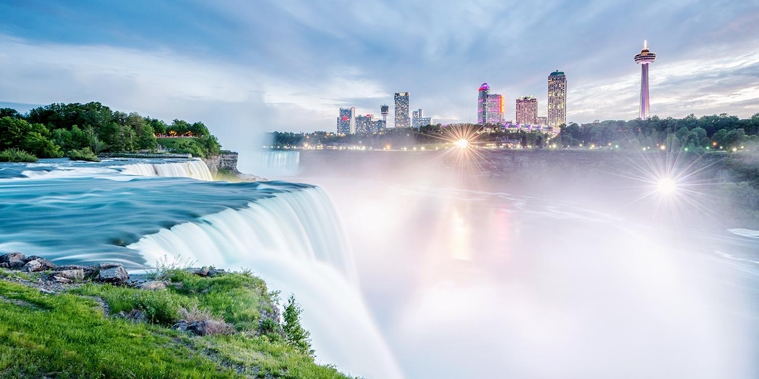 £100 – 4-Star Fallsview Suite: Choice of Packages incl. Breakfast, Reg. £221 -- Niagara Falls, Canada
