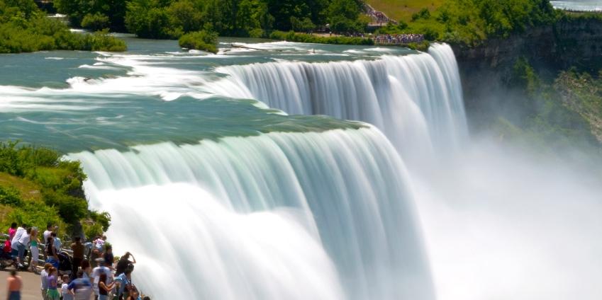 £77 – 4-Star Marriott Niagara Falls Stay w/Extras, Reg. £105 -- Niagara Falls, Canada