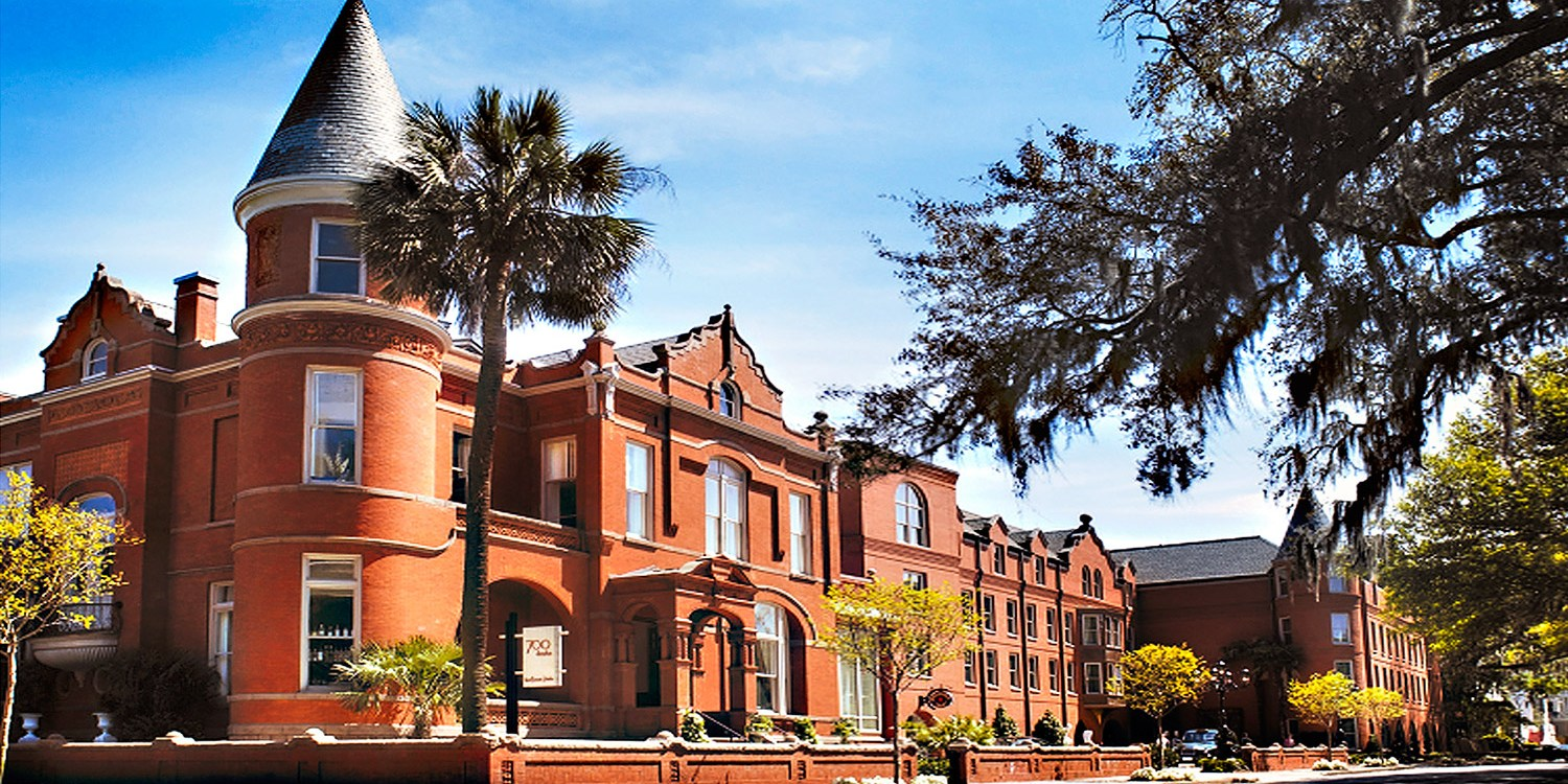 Escape the ordinary at our alluring Savannah hotel