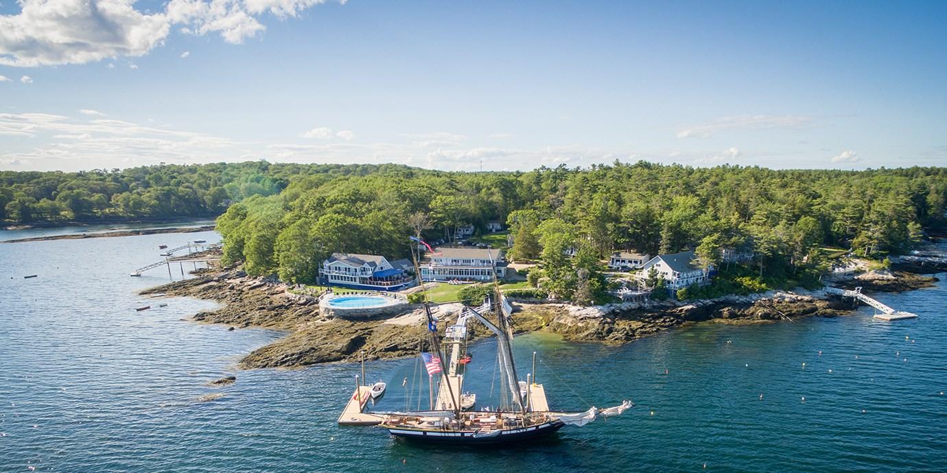 $128 – Waterview Rooms at Maine Resort w/Breakfast -- Boothbay Harbor, ME