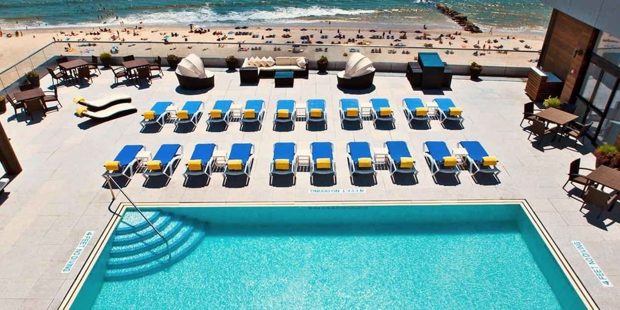 $139 – Beachfront Long IslandHotel with Breakfast, 40% Off -- Long Beach, NY