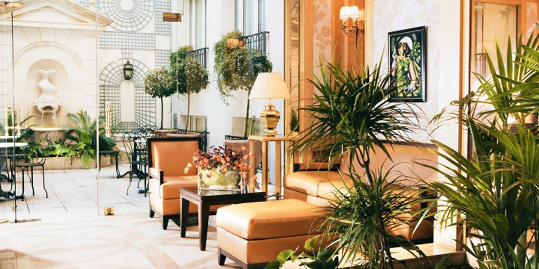 Hotel Rochester Champs Elysées -- Champs Elysees-Madeleine-Arc de Triomphe, Paris