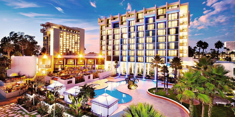 $89 -- Newport Beach Marriott: Massage or Facial w/Bubbly