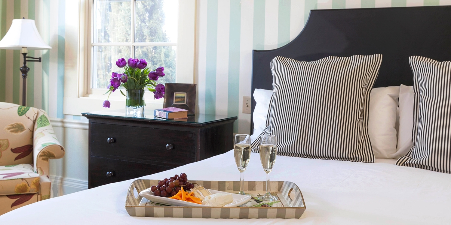 $165 & up – Sonoma Wine Country Inn w/Perks, up to 45% Off -- Sonoma, CA