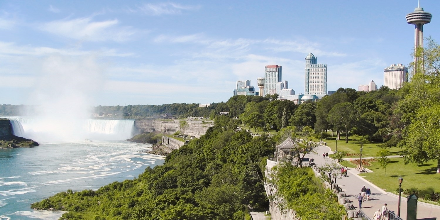 £58 & up – Niagara Falls Stays into October incl. Extras -- Niagara Falls, Canada