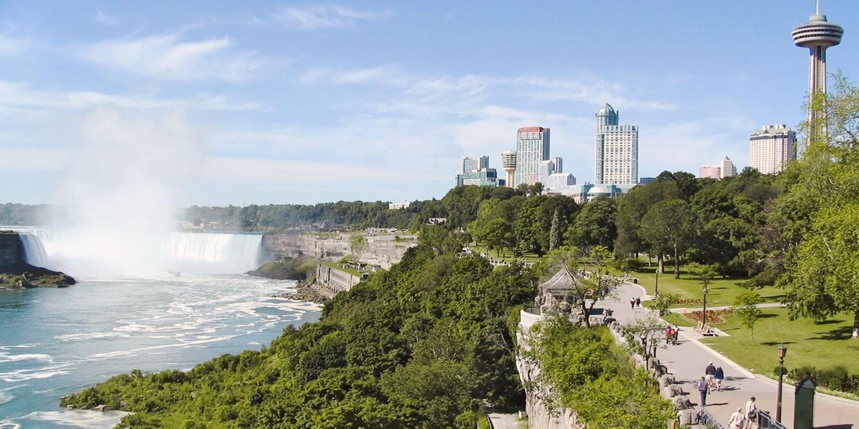 £52-£59 – Niagara Falls Stays through April incl. Extras -- Niagara Falls, Canada