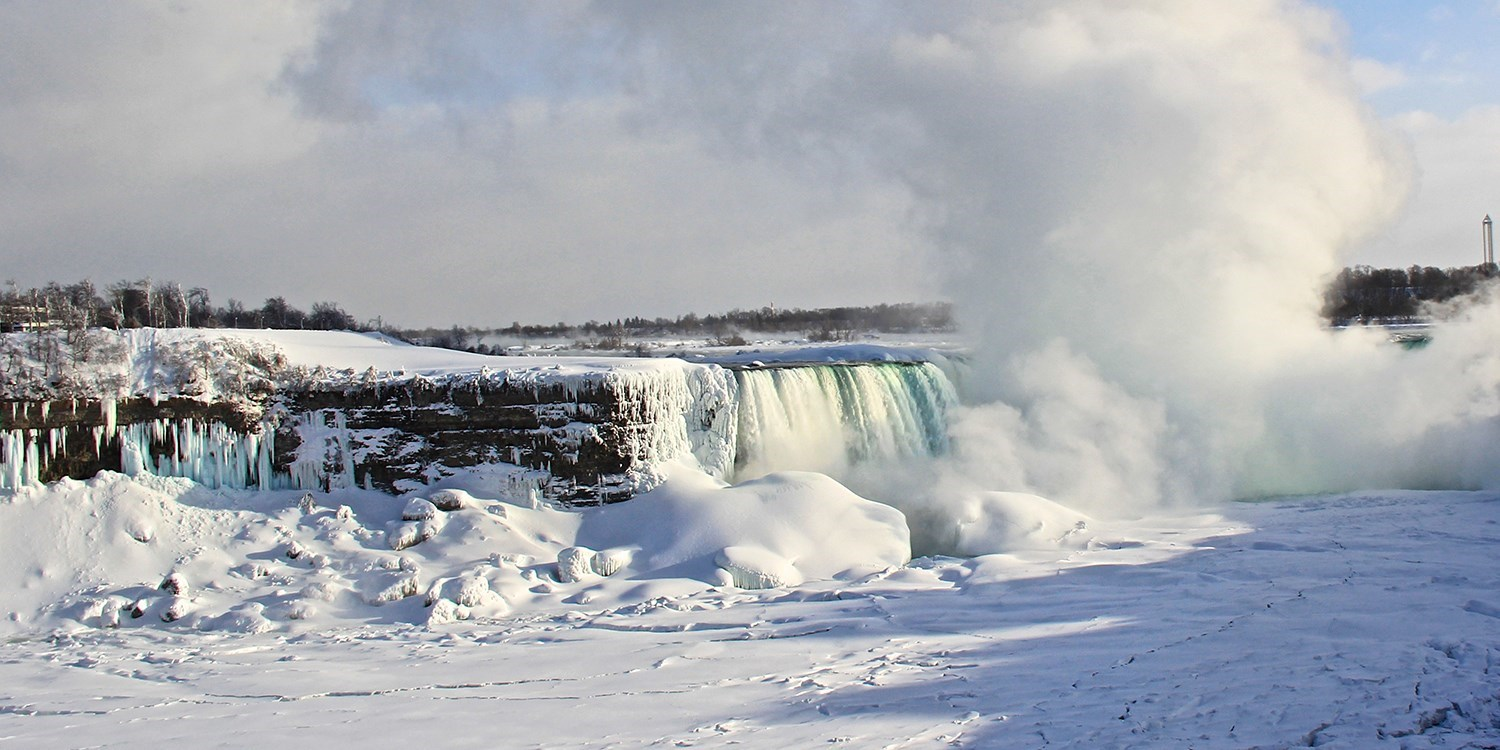 $69-$79 – Niagara Falls Stays into May incl. $250 in Extras -- Niagara Falls, Ontario