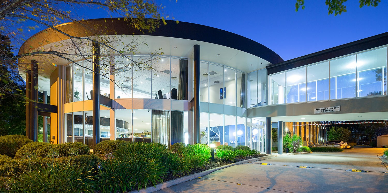 $94 – Deluxe Canberra Hotelw/Brekkie &Wine, Save 54% -- Belconnen, Canberra