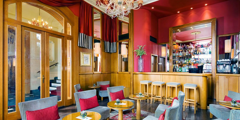 Mamaison hotel riverside prague travelzoo for Schickes hotel