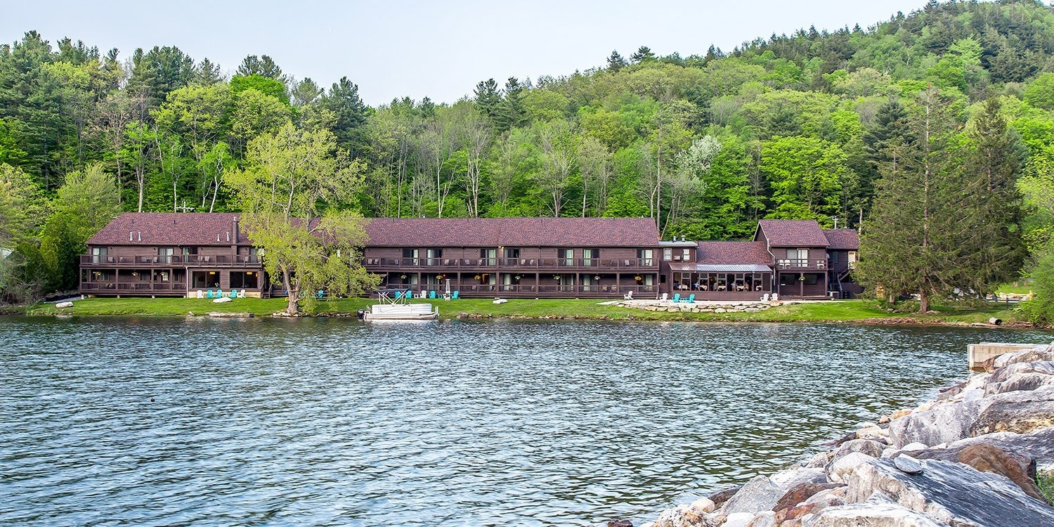 $115 – Berkshires Lakefront Inn w/Dining Credit -- Lee, MA