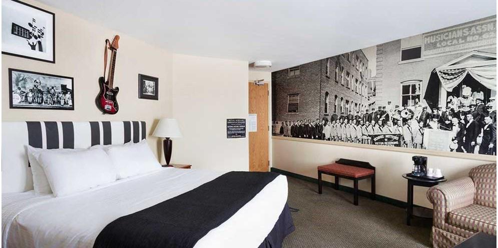 Themed Hotel Rooms Near Kansas City