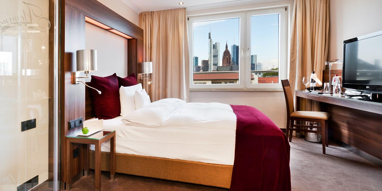 $115 – Luxury Frankfurt hotel stay w/bubbly, save 37% -- Hessen, Germany
