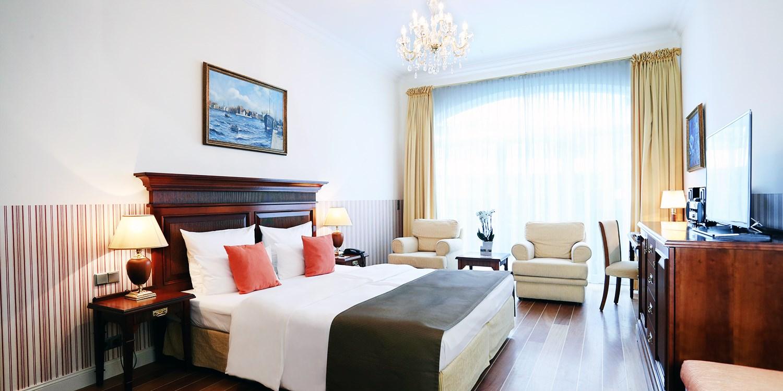 atlantic grand hotel travem nde travelzoo. Black Bedroom Furniture Sets. Home Design Ideas