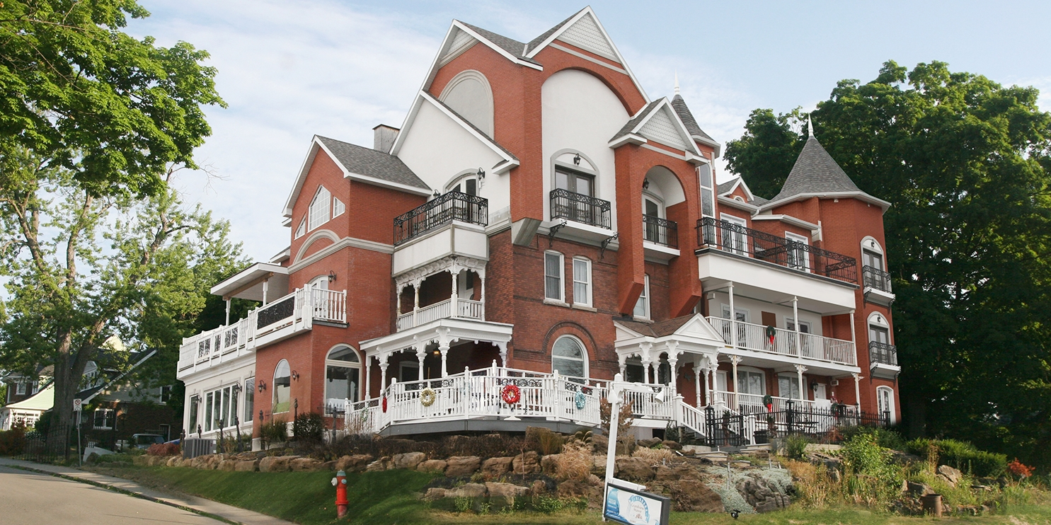 $85 & up – Niagara Falls Mansion with Parking, Wine & Breakfast -- Niagara Falls, Canada