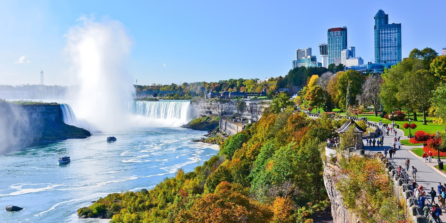 $95 – Niagara Falls Stays w/Casino Credit, Breakfast & Parking, Reg. $189 -- Niagara Falls, Ontario