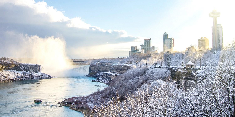 $112 – Niagara Falls Stays w/Casino Credit, Breakfast & Parking, Reg. $213 -- Niagara Falls, Canada