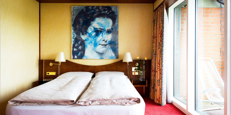 derag livinghotel prinzessin elisabeth | travelzoo, Badezimmer ideen