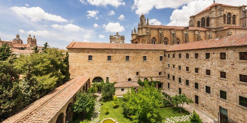 135€ – Salamanca por todo lo alto: hotel 5* en centro y cena para 2 -- Salamanca