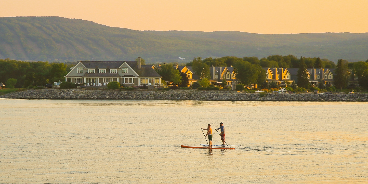 £90 – Collingwood Staysw/Breakfast and Movie Passes, Reg. £118 -- Collingwood, Canada