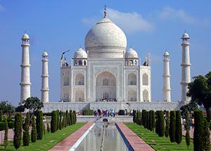 Vista exterior del Taj Mahal en Agra